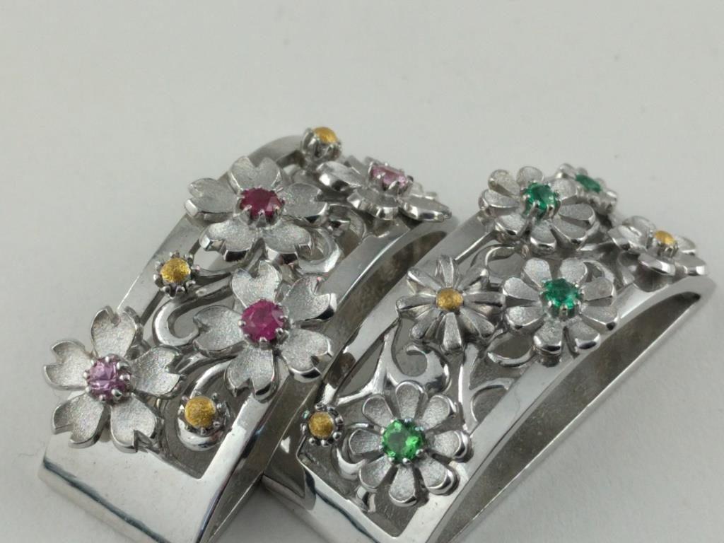 透かし唐草に花 Flowers on Arabesque